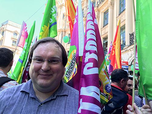 Hartmut Schwäbl an der G7-Demo (Fotografin: Paola Rauscher)