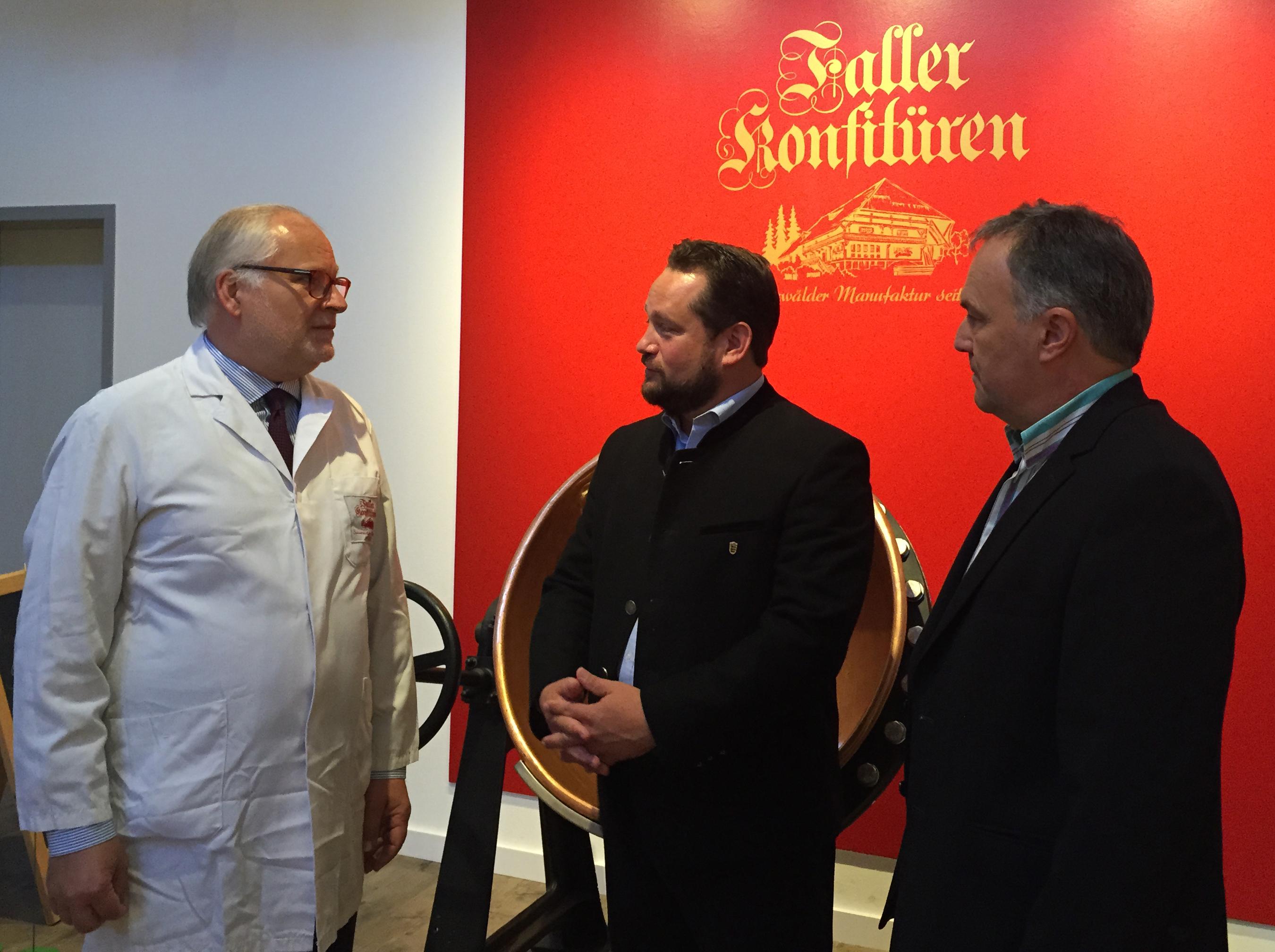 von links nach rechts Thomas Faller, Minister Alexander Bonde, Josha Frey, MdL